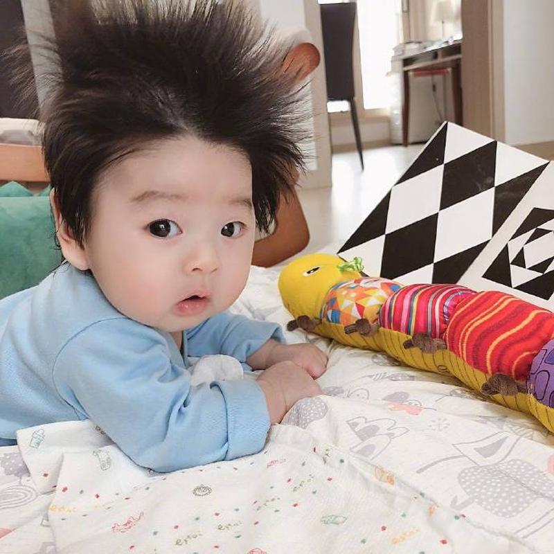 Cậu bé Hàn Quốc đốn tim dân mạng vì mái tóc chôm chôm quá đáng yêu - Hình 4