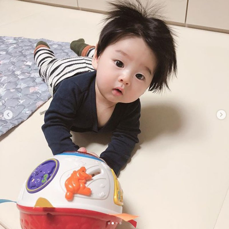 Cậu bé Hàn Quốc đốn tim dân mạng vì mái tóc chôm chôm quá đáng yêu - Hình 15