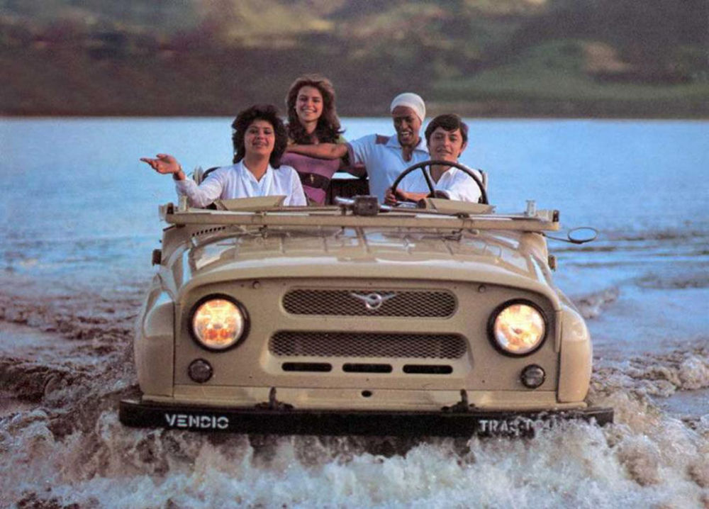 Ngỡ ngàng bộ ảnh quảng cáo ô tô gợi cảm thời Liên Xô - Hình 6