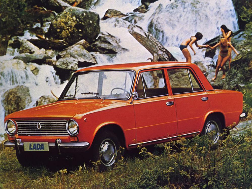 Ngỡ ngàng bộ ảnh quảng cáo ô tô gợi cảm thời Liên Xô - Hình 5