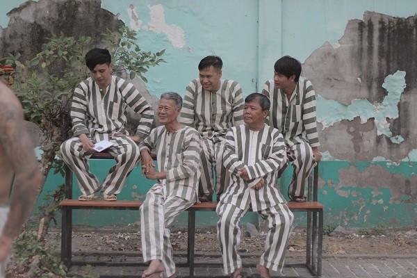 Cả showbiz Việt gần đây ai cũng trở thành trùm mafia từ phim điện ảnh đến web drama - Hình 10