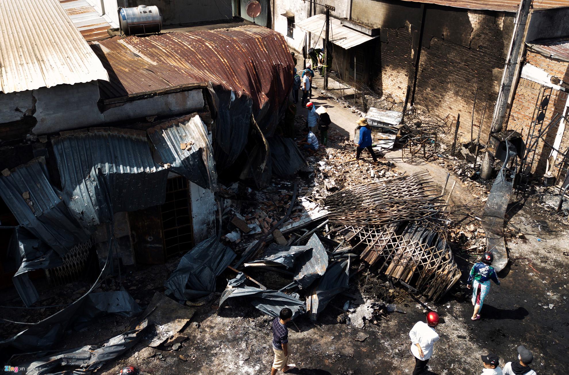Cảnh tan hoang sau vụ cháy xe bồn chở xăng làm 6 người chết - Hình 2