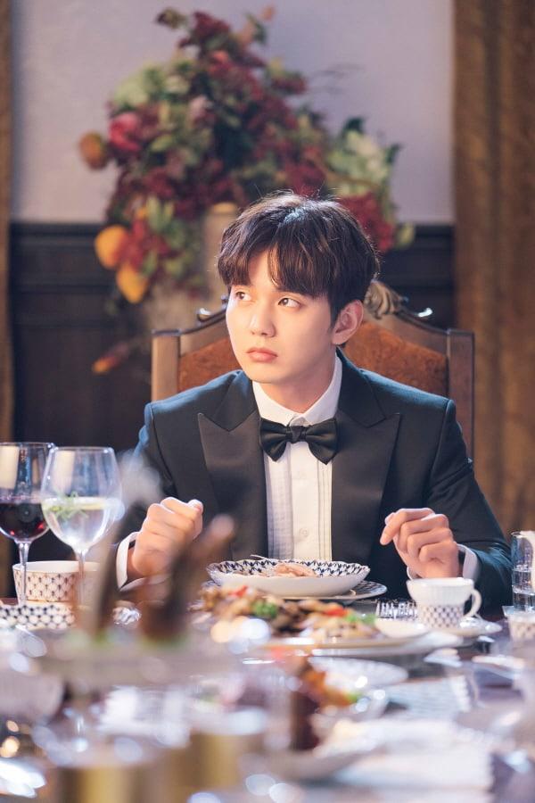 My Strange Hero: Em trai quốc dân Yoo Seung Ho hành nghề giả danh với ngoại hình đẹp nao lòng - Hình 1