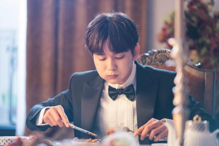 My Strange Hero: Em trai quốc dân Yoo Seung Ho hành nghề giả danh với ngoại hình đẹp nao lòng - Hình 2