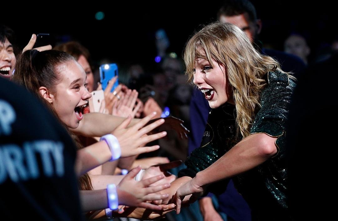 Sau khi kết thúc tour diễn Danh Tiếng trên đất Nhật, Taylor Swift thu về hàng tỉ USD - Hình 17