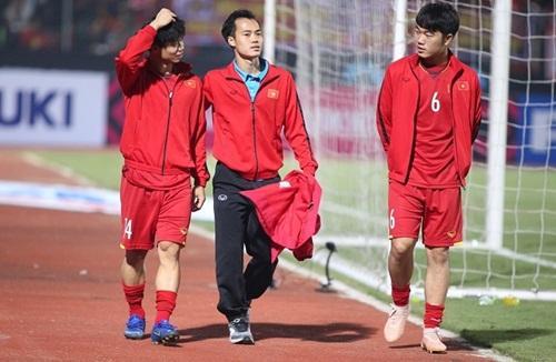 AFF Cup 2018: Xuyên thủng lưới Campuchia, các đồng đội tuyển Việt Nam ngay lập tức có hành động xúc động gửi đến Văn Toàn - Hình 1