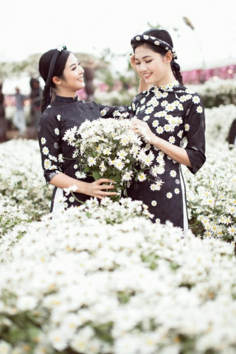 Ngọc Hân trải lòng về bộ áo dài đặc biệt thiết kế riêng cho Á hậu Thanh Tú trong lễ hỏi - Hình 8