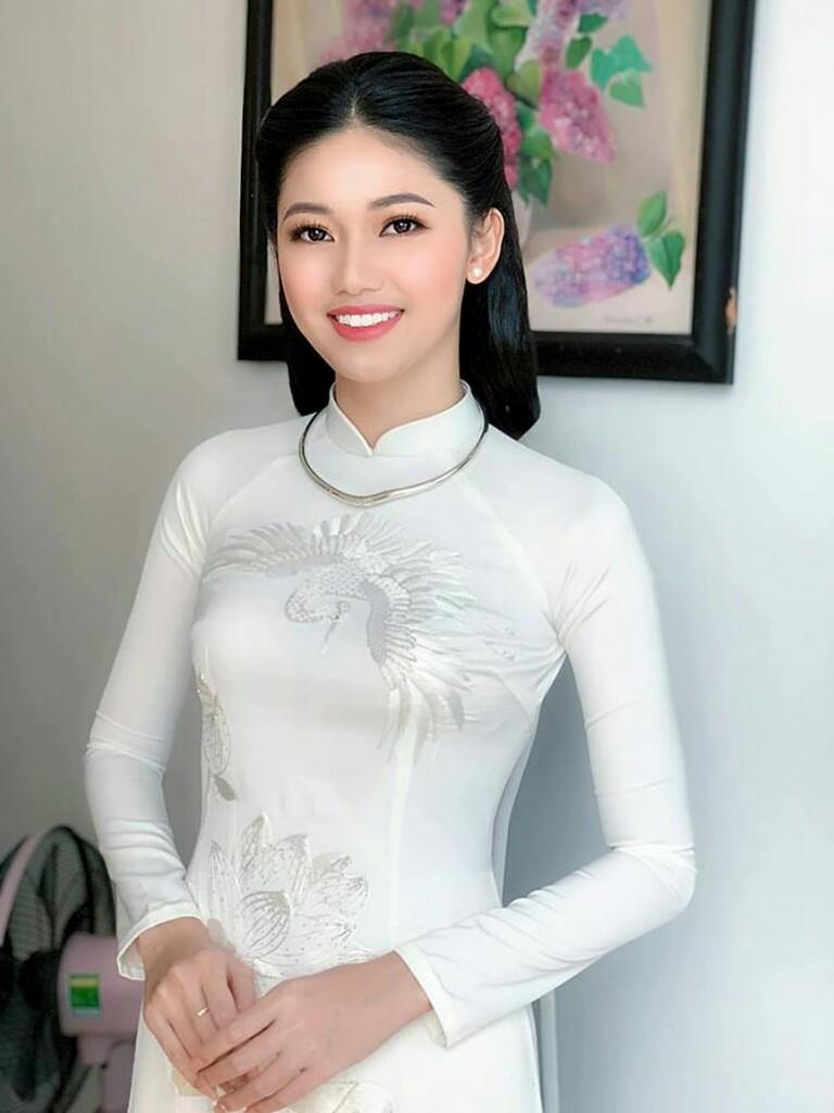Ngọc Hân trải lòng về bộ áo dài đặc biệt thiết kế riêng cho Á hậu Thanh Tú trong lễ hỏi - Hình 2