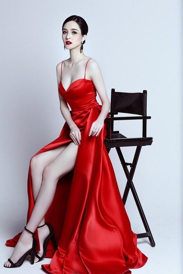 Những nàng hậu có bộ ngực đẹp nhất nhì Showbiz Việt - Hình 3
