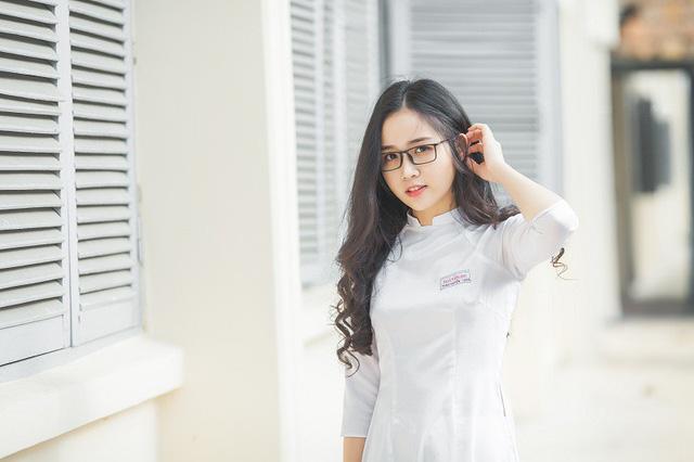 Nữ sinh 10X đẹp tựa thiên thần trong tà áo dài trắng - Hình 4