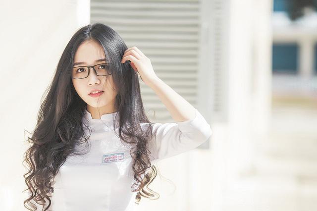 Nữ sinh 10X đẹp tựa thiên thần trong tà áo dài trắng - Hình 11