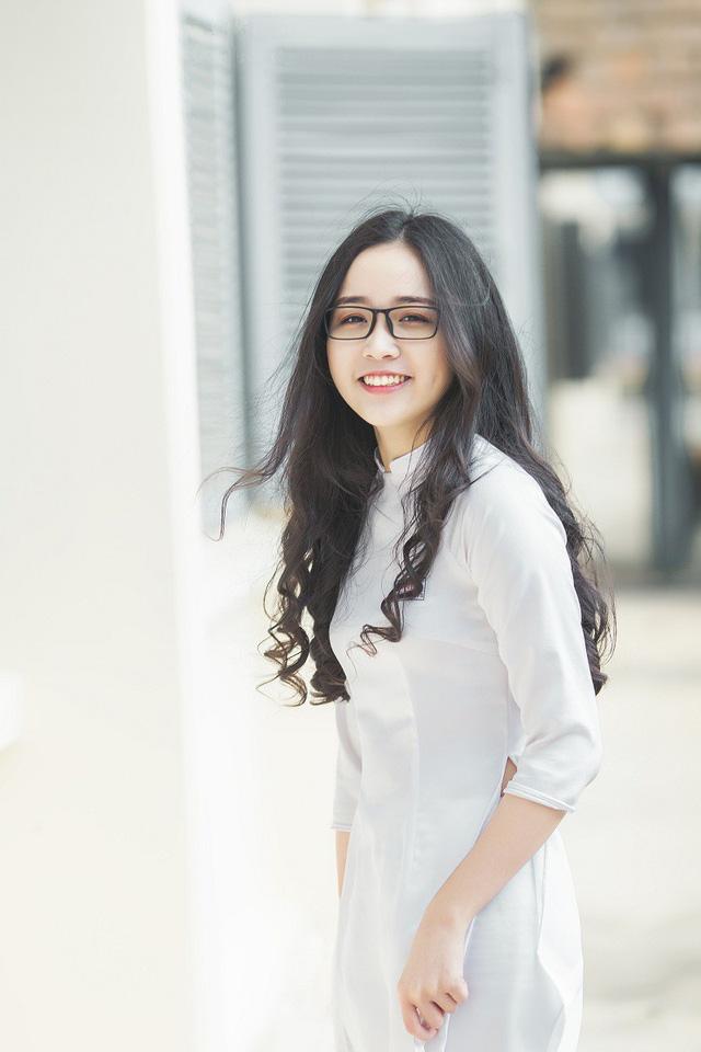 Nữ sinh 10X đẹp tựa thiên thần trong tà áo dài trắng - Hình 6