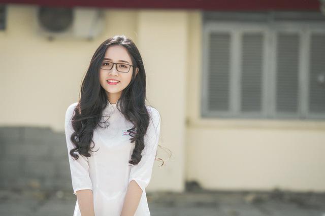Nữ sinh 10X đẹp tựa thiên thần trong tà áo dài trắng - Hình 7