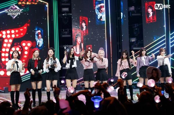 Tiếp tục bị lộ hát live yếu kém nhưng lần này TWICE lại được netizen bênh vực mạnh mẽ - Hình 1