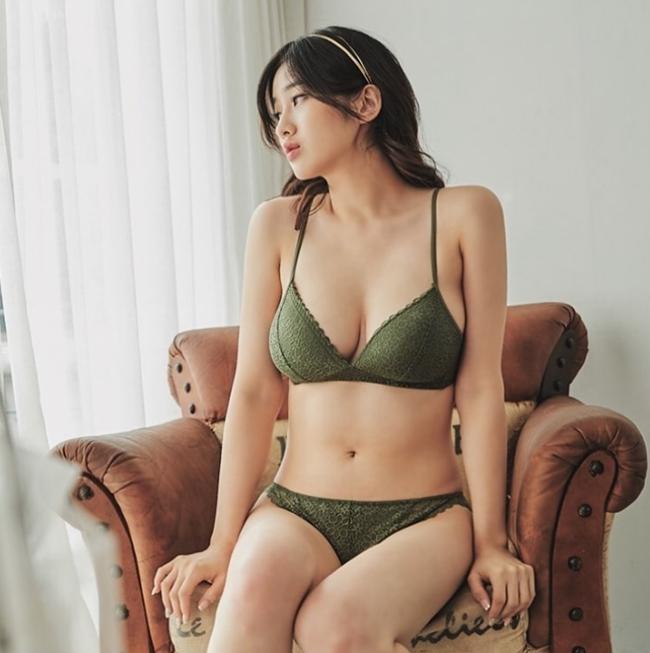 Vẻ gợi cảm, mơn mởn như trái chín của nữ thần bra Hàn Quốc - Hình 10