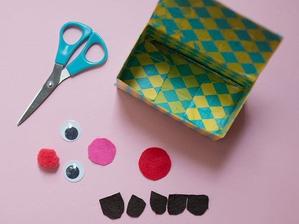 3 món đồ xinh xinh dễ làm từ chai nhựa và đồ tái chế - Hình 10