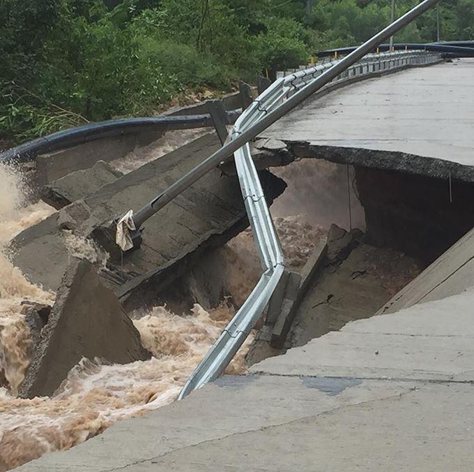 Ảnh: Nhiều nơi ở Khánh Hòa tan hoang sau bão số 9 - Hình 13