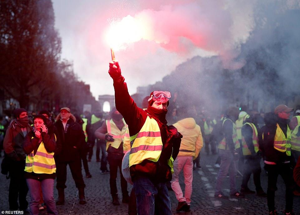 Biểu tình hỗn loạn ở thủ đô Paris: Tổng thống Macron phản ứng gay gắt - Hình 11