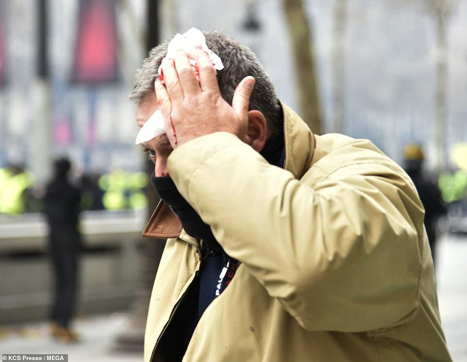 Biểu tình hỗn loạn ở thủ đô Paris: Tổng thống Macron phản ứng gay gắt - Hình 6