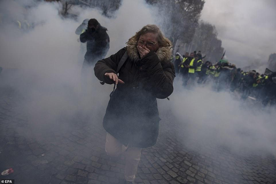Biểu tình hỗn loạn ở thủ đô Paris: Tổng thống Macron phản ứng gay gắt - Hình 10