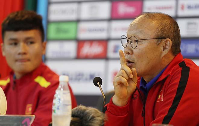 Các cầu thủ U23 gửi lời cảm ơn người hâm mộ sau khi đè bẹp đội tuyển Campuchia trên sân Hàng Đẫy - Hình 1