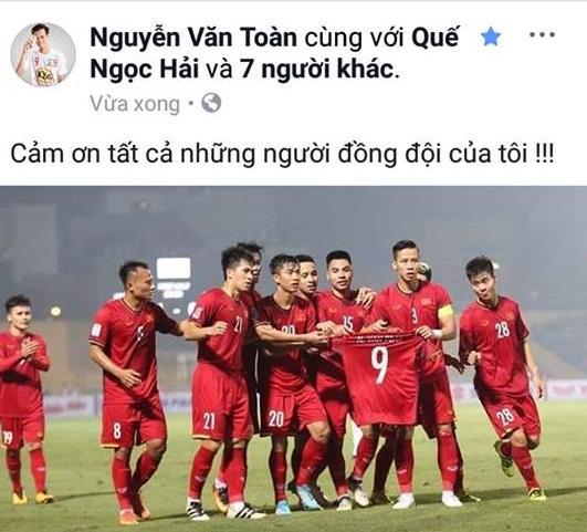 Các cầu thủ U23 gửi lời cảm ơn người hâm mộ sau khi đè bẹp đội tuyển Campuchia trên sân Hàng Đẫy - Hình 6