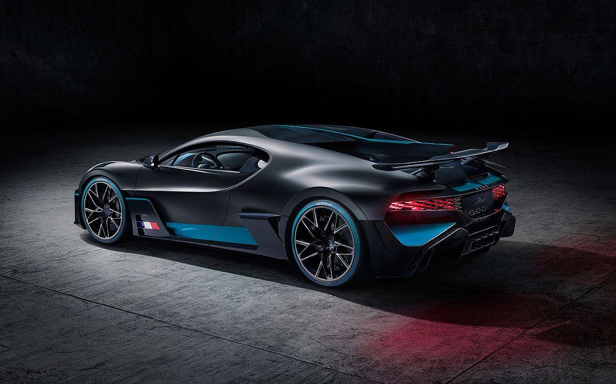 Cận cảnh siêu xe hypercar Bugatti Chiron Divo giá 135 tỷ - Hình 2
