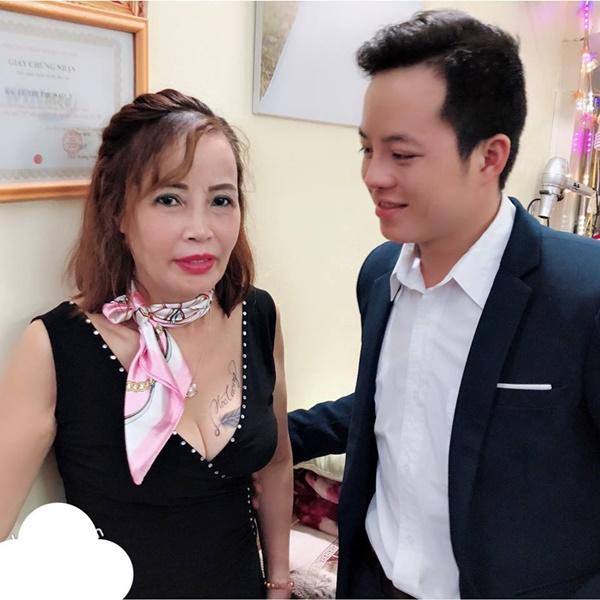 Cô dâu 61 tuổi ở Cao Bằng gây ngán ngẩm vì 'thời trang phang tuổi tác' - Hình 13