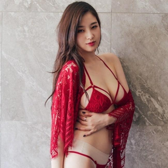 Đây là chân dung Hotgirl sở hữu khe ngực đẹp nhất Hàn Quốc - Hình 13