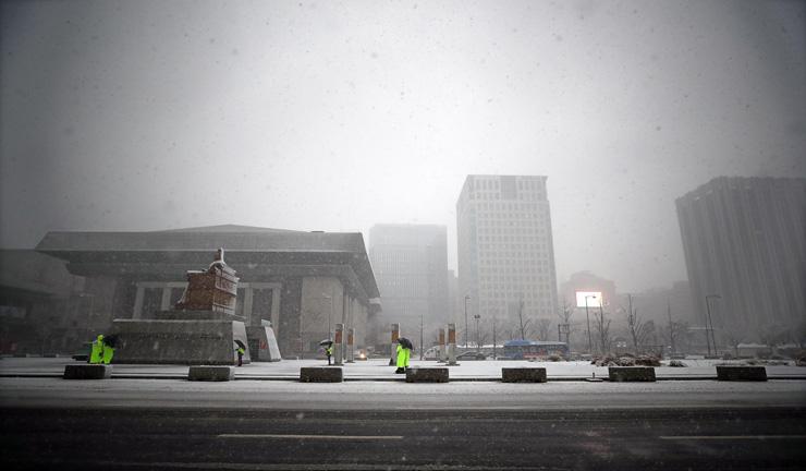 Hàn Quốc: Chùm ảnh tuyết rơi đầu mùa dày kỷ lục trong gần 40 năm qua - Hình 3
