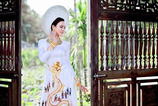 Hoàng Bào của Minh Tú vừa lộ diện, fan phát hiện Con Rồng cháu Tiên từng thảm bại ở Miss Supranational - Hình 9