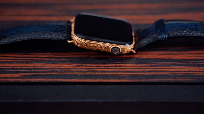 Mãn nhãn với chiếc Apple Watch Series 4 phiên bản mạ vàng trị giá tới 2.200 USD - Hình 1