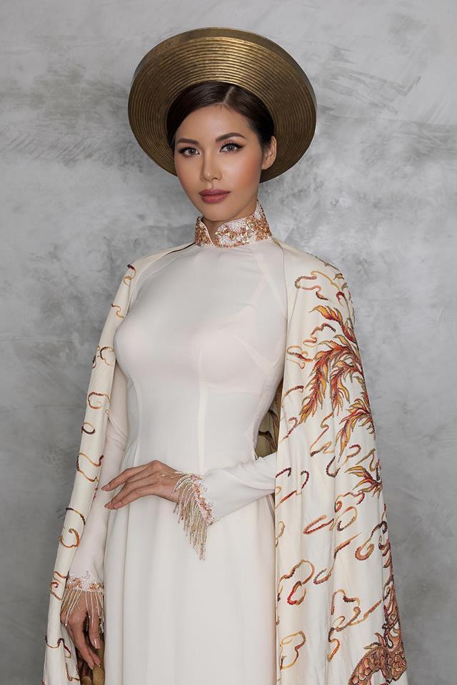 Minh Tú chơi nổi khi đem tận 2 bộ quốc phục tới Miss Supranational - Thời trang