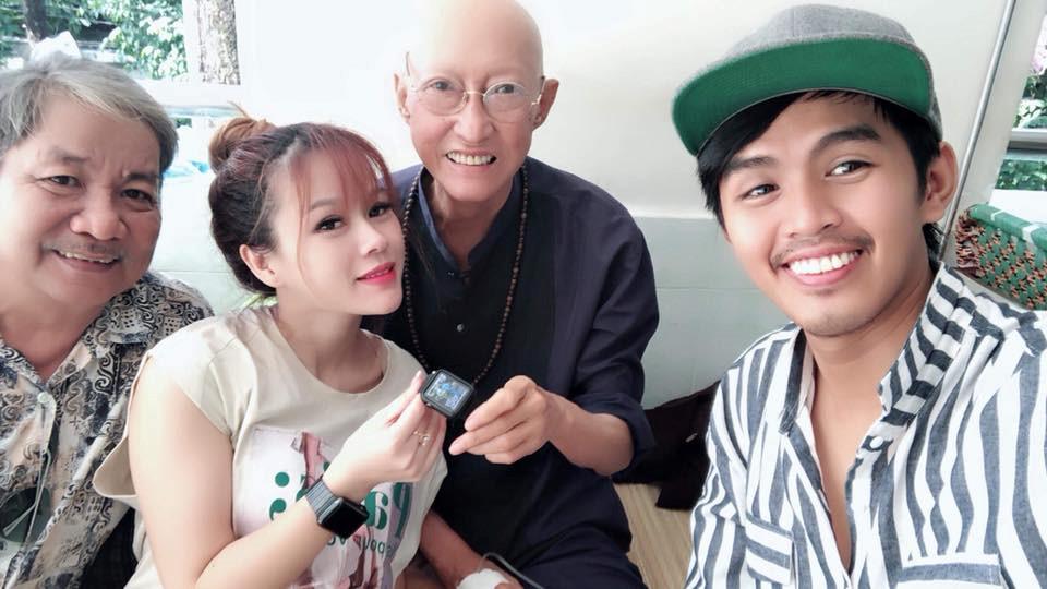 Nghệ sĩ Lê Bình: Mong mau bớt đau để viết nốt tự truyện - Hình 2