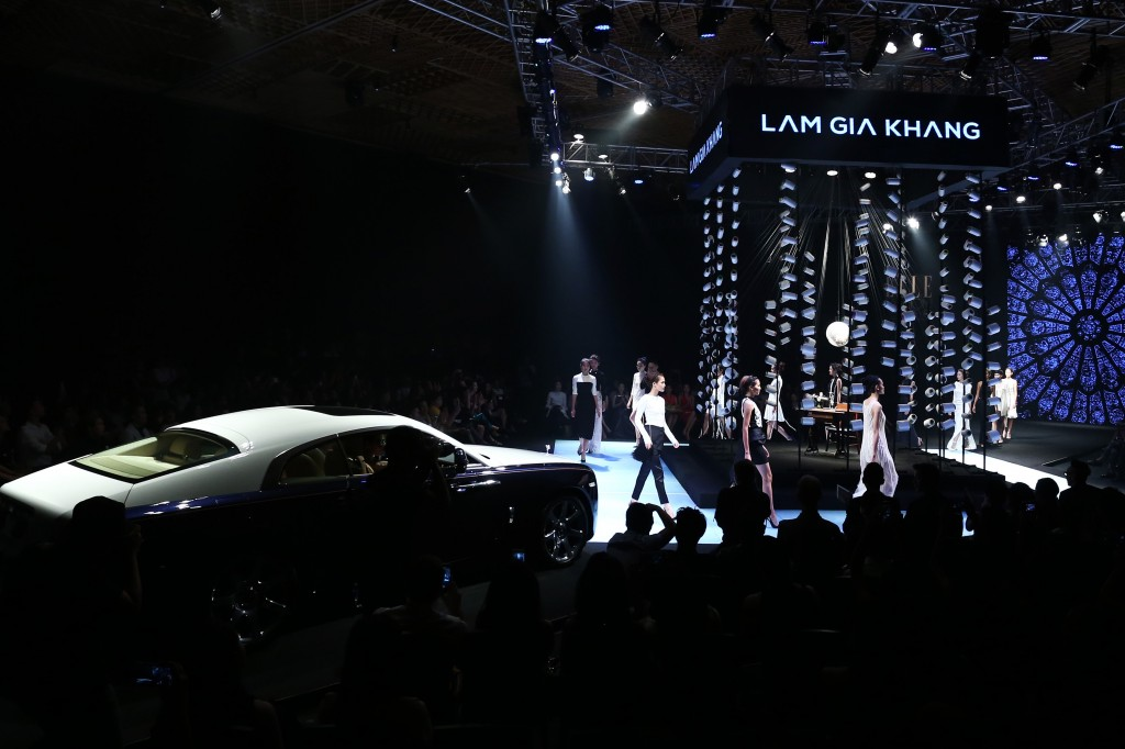 Sân khấu ấn tượng của ELLE Fashion Show qua các giai đoạn - Hình 10