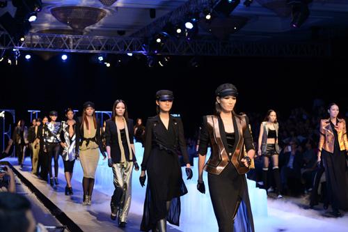 Sân khấu ấn tượng của ELLE Fashion Show qua các giai đoạn - Hình 3