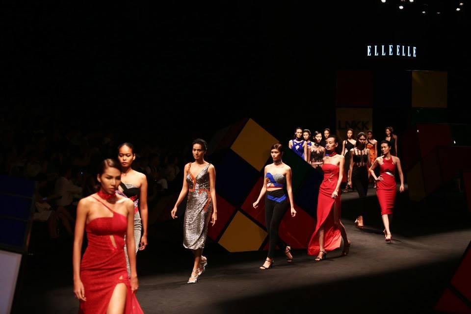 Sân khấu ấn tượng của ELLE Fashion Show qua các giai đoạn - Hình 8