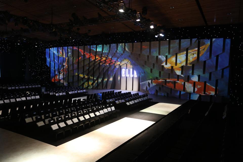 Sân khấu ấn tượng của ELLE Fashion Show qua các giai đoạn - Hình 11