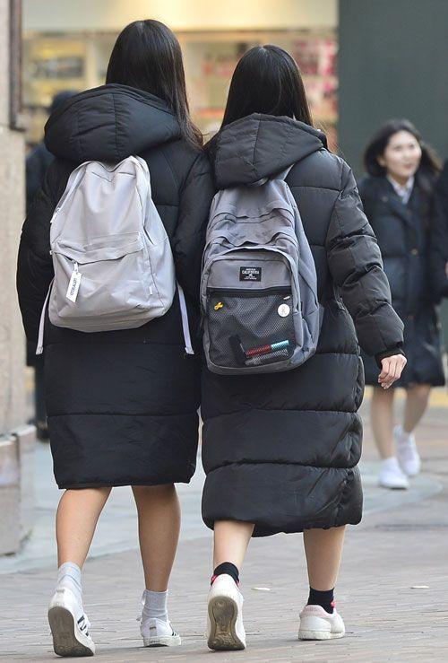 Sự thật tê tái: Thời trang mùa đông Hàn Quốc bao năm chỉ gói gọn trong 3 chữ này! - Hình 4
