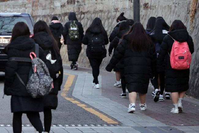 Sự thật tê tái: Thời trang mùa đông Hàn Quốc bao năm chỉ gói gọn trong 3 chữ này! - Hình 5