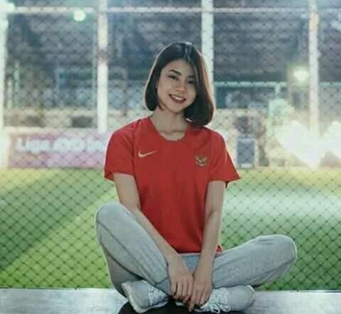 Điên tiết vì đội tuyển Việt Nam có quá nhiều gái xinh, toàn Đông Nam Á thi nhau khoe ảnh hot girl cổ vũ bóng đá - Hình 2
