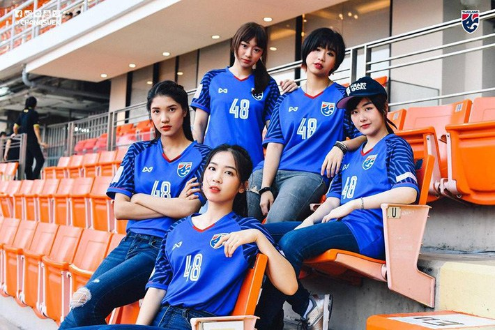 Điên tiết vì đội tuyển Việt Nam có quá nhiều gái xinh, toàn Đông Nam Á thi nhau khoe ảnh hot girl cổ vũ bóng đá - Hình 11