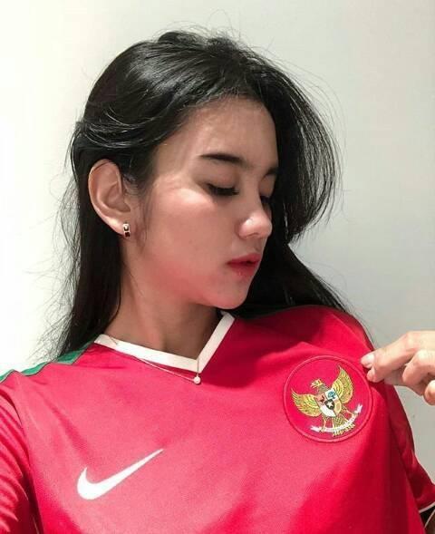 Điên tiết vì đội tuyển Việt Nam có quá nhiều gái xinh, toàn Đông Nam Á thi nhau khoe ảnh hot girl cổ vũ bóng đá - Hình 3
