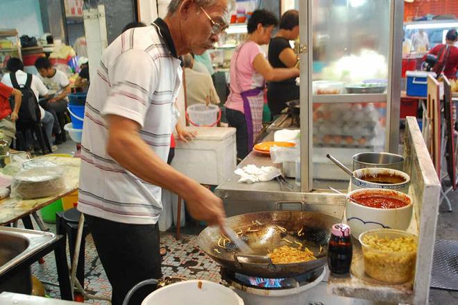 Độc đáo món hủ tiếu xào cay xè của người Malaysia, đến cái khói cũng cay thơm nức mũi - Hình 3
