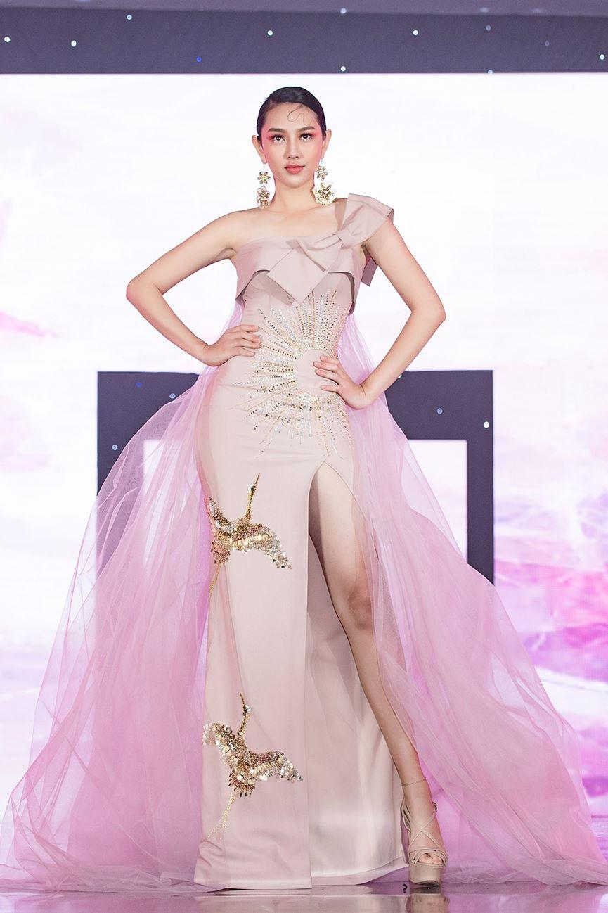 Vừa trở về từ Miss International 2018, Thùy Tiên đã hóa thành tiên nữ ngọt ngào hớp hồn người hâm mộ - Hình 8