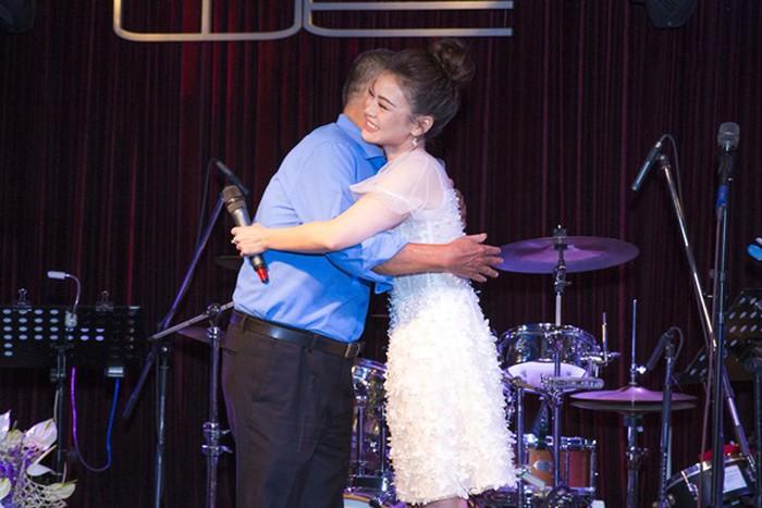 Nguyễn Hải Yến mỏng manh, ngọt ngào bên cạnh nhạc sĩ Bảo Chấn tại họp báo - Hình 8