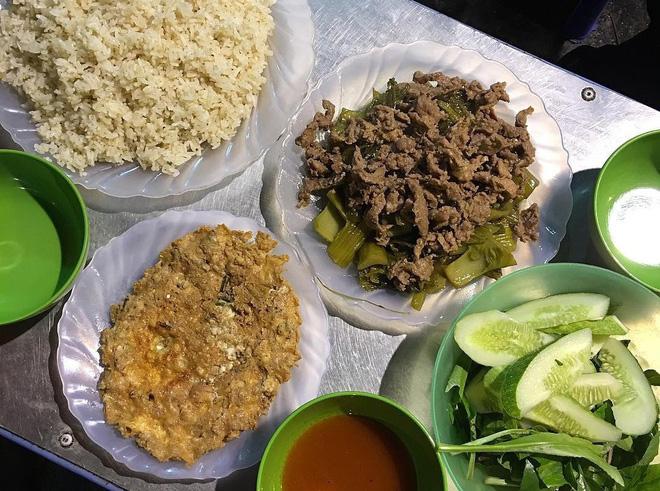Ở Hà Nội buổi đêm chẳng thiếu những hàng ăn ngon cho bạn thỏa sức lựa chọn - Hình 15