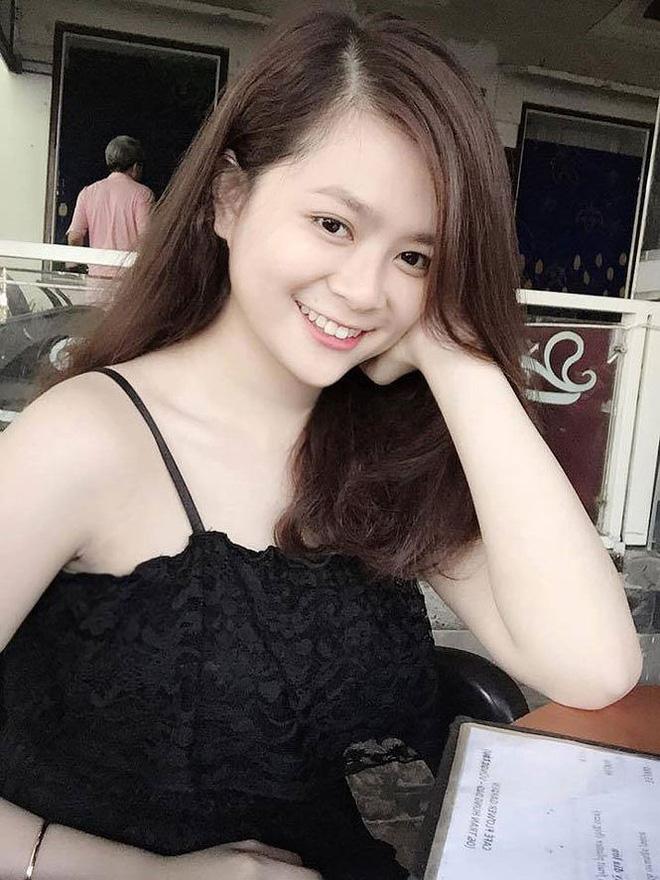 Vẻ đẹp gợi cảm của bạn gái tuyển thủ Việt Nam Phạm Đức Huy - Hình 3