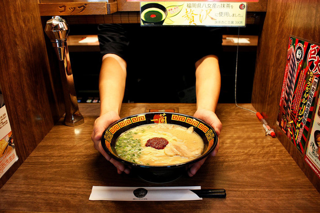 Những quán ăn trên thế giới có lượt khách xếp hàng dài đến cuối phố, muốn ăn phải đợi chờ rất lâu - Hình 3