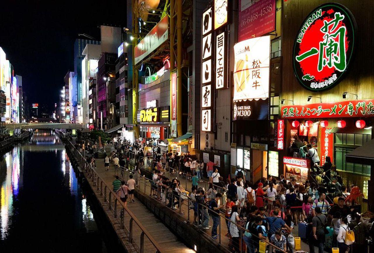 Những quán ăn trên thế giới có lượt khách xếp hàng dài đến cuối phố, muốn ăn phải đợi chờ rất lâu - Hình 1